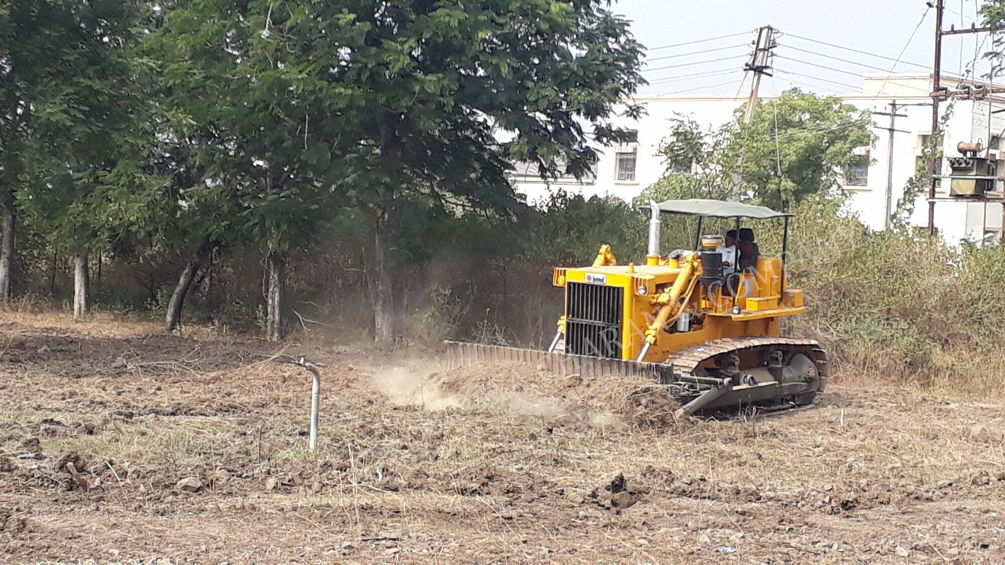 BD80 bulldozer working for land clearing