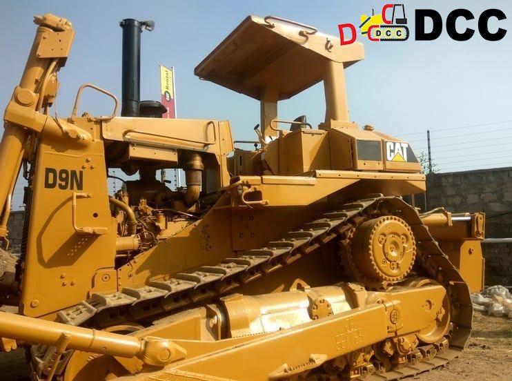 Old Bulldozer D9N 1