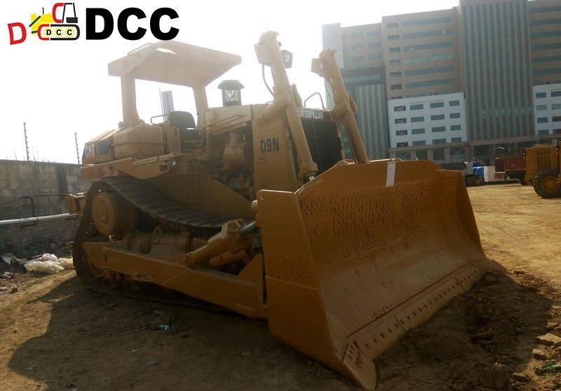Old Bulldozer D9N